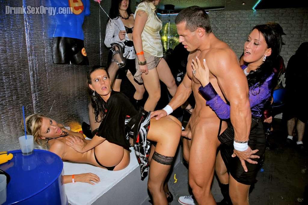 секс в московском клубе смотреть