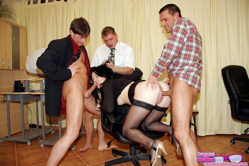 порнофото в униформе секретарши