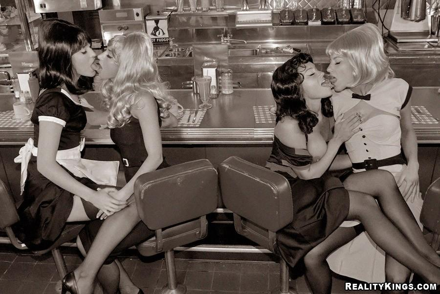 Pin up girls lesbian