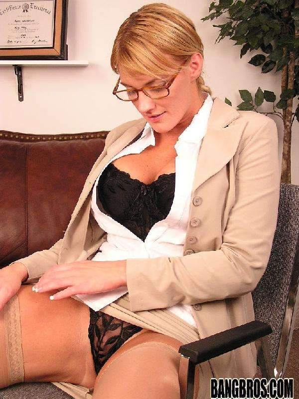 Blonde Milfs Pictures 28